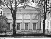 Gebäude der Sing-Akademie 1941 mit dem Seitenanbau (links) von Martin Gropius (Quelle: Wikimedia)