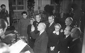 Otto Ostrowski - Ostrowski takes the oath of office on 26 November 1946, to the right deputy mayors Louise Schroeder and Ferdinand Friedensburg
