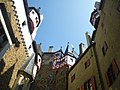 Burg Eltz Innenhof - geo.hlipp.de - 43337.jpg