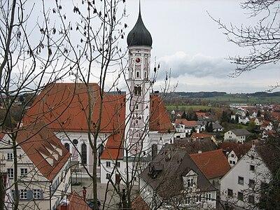 Burgau Blick auf Stadtpfarrkirche.jpg