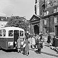 Bushalte in Saint-Germain-des-Prés, Bestanddeelnr 254-0441.jpg