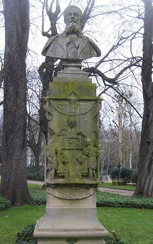 Louis Ratisbonne - Monument à Louis Ratisbonne par Émile Soldi, Paris, jardin du Luxembourg.