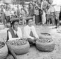 COLLECTIE TROPENMUSEUM Batak verkoopsters op de markt te Haranggaol Karo Sumatra TMnr 10002726.jpg