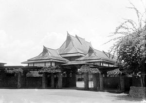 Bandung Institute of Technology - The entrance gate to Tecnische Hogeschool in Bandung in 1929