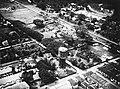 COLLECTIE TROPENMUSEUM Luchtfoto van Medan met de watertoren van de Waterleiding Maatschappij Ajer Beresih TMnr 60037220.jpg