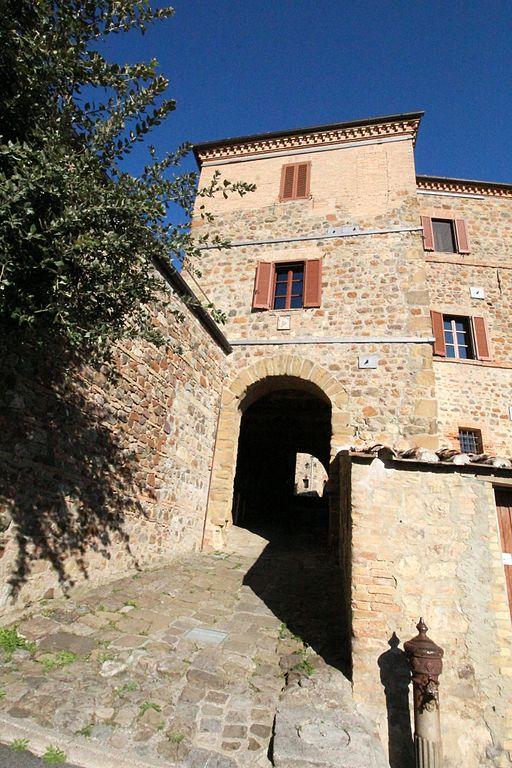 Camigliano, Montalcino, Porta