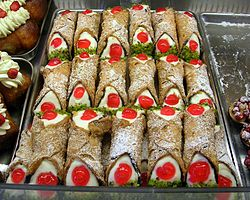 Cannoli siciliani (edited).jpg