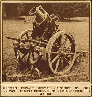17 cm mittlerer Minenwerfer - The a/A model in transport mode, with wheels attached