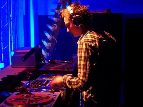 Carl B DJ