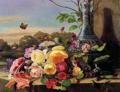 Carl Balsgaard - Opstilling med brogede blomster og vase på en stenkarm, i baggrunden sø og grønne træer.png