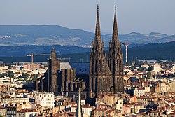 La cathédrale gothique de Clermont-Ferrand.