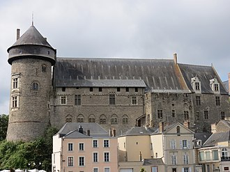 The castle of Laval and its 13th-century keep. Chateau de Laval 50.JPG