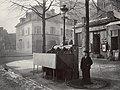 Charles Marville, Urinoir en ardoise à 3 stalles, Chaussée du Maine, ca. 1865.jpg