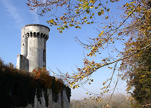 Taillebourg, Charente-Maritime - Image: Chateau 1