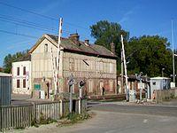 Chevrières (60), gare SNCF, passage à niveau et ancien bâtiment voyageurs 1.jpg