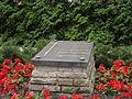 Cmentarz wojskowy w Radzyminie - mogiła ofiar Hitleryzmu.JPG