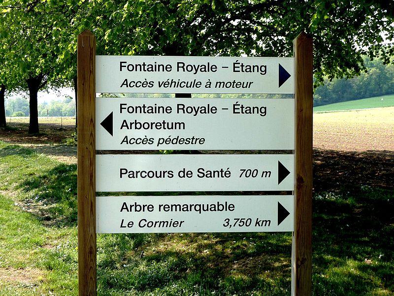 Commercy panneaux: Fontaine Royale et Le Cormier (arbre remarquable)