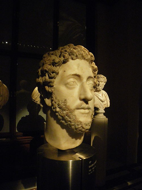 A bust of Commodus (Kunsthistorisches Museum, Vienna). According to Herodian he was well proportioned and attractive, with naturally blond and curly hair. Commodus, Kunsthistorisches Museum Vienna - 20100226.jpg