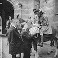 Coolsingel van Rotterdam, een delegatie uit Berkel-Rodenr te paard om de gemeent, Bestanddeelnr 915-2379.jpg