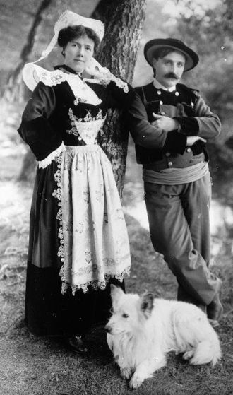 History of Brittany - A Breton couple (Léna and Théodore Botrel) wearing traditional Breton costumes at the beginning of the 20th century