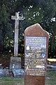 Croix hosannière et plaque commémorative à Sainte-Honorine-la-Chardonne.jpg