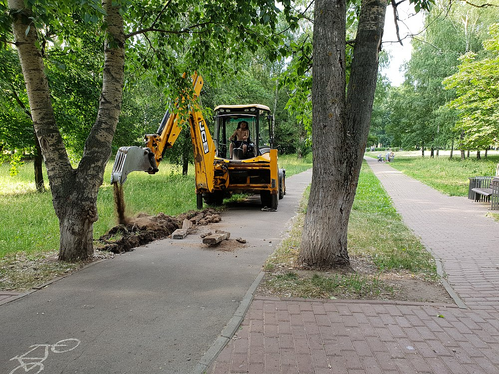 Curbstone laying in Moscow 2019-06-22 03.jpg