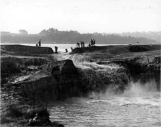 Lake Washington - Cutting the cofferdam at Montlake in 1913, draining Lake Washington over the next three months until it was level with Lake Union