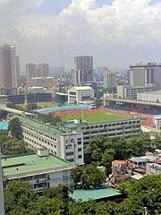 Blick von der De La Salle University auf den Rizal Memorial Sports Complex