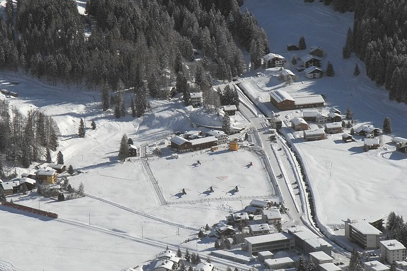 File:Davos - WEF Helicopter Airfield (5400896516).jpg