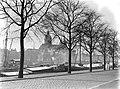 De Sint-Nicolaaskerk in Amsterdam gezien vanaf het Oosterdok waar diverse binnen, Bestanddeelnr 189-1030.jpg