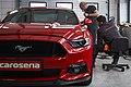 Detailerzy przy Mustangu.jpg