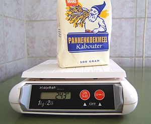 Weighing scale - Digital kitchen scale, a strain gauge scale