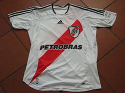 Camiseta utilizada por River Plate desde el Clausura 2006 hasta el Clausura  2008. 43dcea15a5935