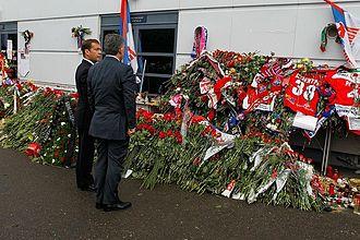Lokomotiv Yaroslavl plane crash - Russian President Dmitry Medvedev and Turkish President Abdullah Gül laying flowers outside Arena-2000 in Yaroslavl on 8 September.