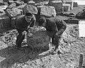 Duitse steenzetters werken op Afsluitdijk, Bestanddeelnr 905-6527.jpg