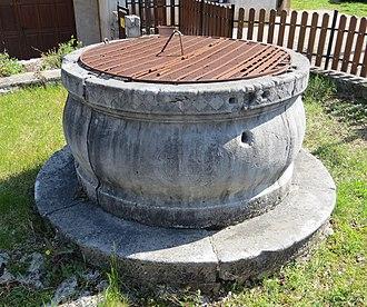 Dutovlje - Image: Dutovlje Slovenia cistern