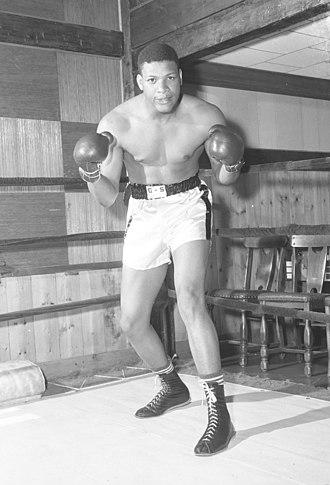 Niño Valdés - EL NIÑO VALDÉS  El 18 de julio de 1953 fue coronado campeón cubano peso pesado