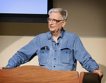 English: Dr. E.O. Wilson addresses the audienc...