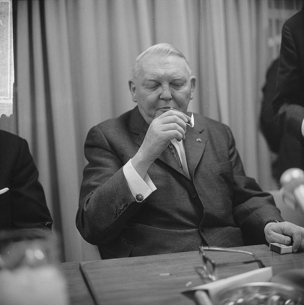 Einde bezoek bondskanselier dr Ludwig Erhard en gaf persconferentie in het Haag, Bestanddeelnr 916-1323.jpg