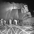 Explosie op Noorse tanker Rona Star bij Verolme, de brandweerlieden aan het bl, Bestanddeelnr 917-8738.jpg