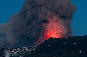 2010 in Europe - The eruption of Eyjafjallajökull seen from Þórolfsfell