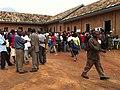 File d'attente à l'ouverture au Centre de vote de Mulongwe (6435271891).jpg