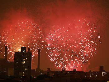 English: The New York City fireworks over the ...
