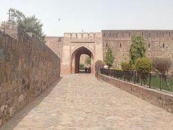 Firoz Shah Palace And Tehkhana 01.jpg