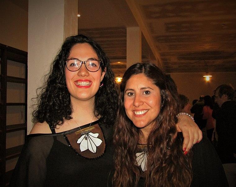File:Flor Smerkin y Mariana Diaz.jpg