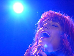 English: Florence Welch of Florence + the Mach...