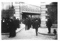 Foule et policiers à l'entrée du cimetière Montmartre.pdf