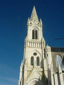 Le clocher de l eglise saint pierre qui jouxte l hotel de for Ancienne maison marcel bauche