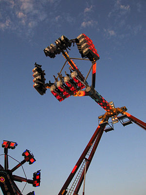 Pendulum ride - Image: Freak Out, pendulum