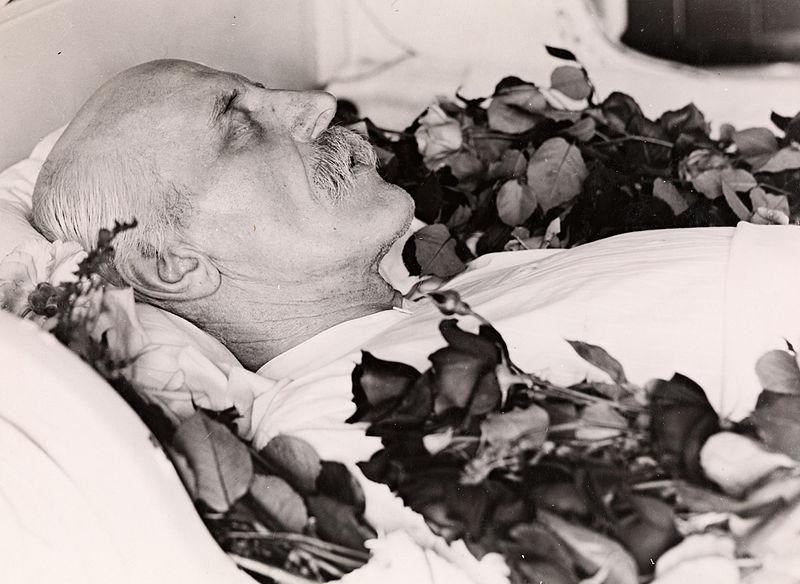 Fridtjof Nansen p%C3%A5 likstr%C3%A5, 1930.jpg